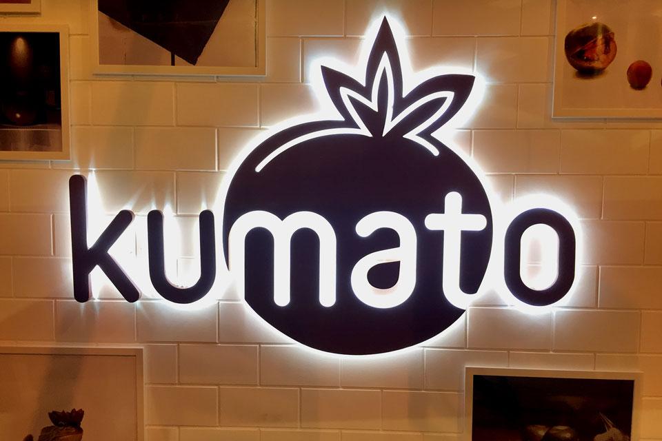 servicios rotulacion locales diseno produccion Kumato retroiluminado - Rotulación de empresas en Palomeras Bajas