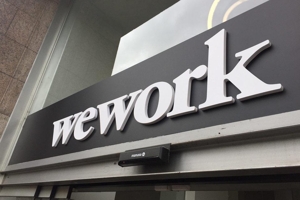 servicios rotulacion locales diseno produccion weworkbarcelona opaco - Rotulación de oficinas en Rejas